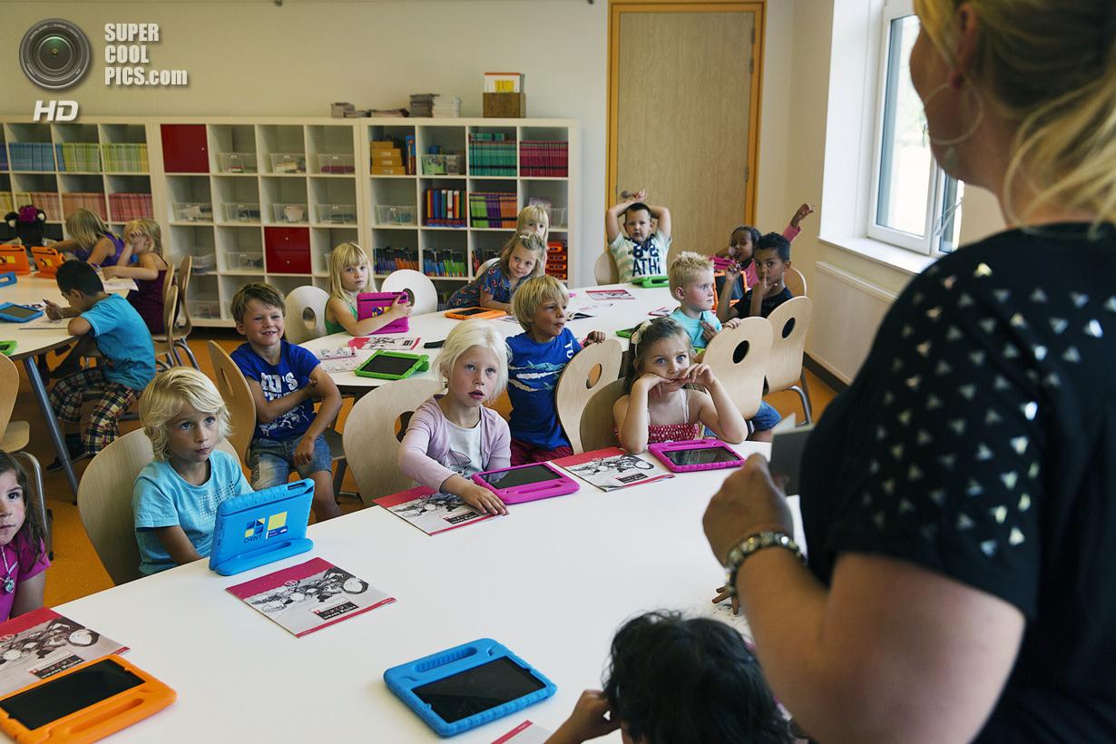 День знань: у всьому світі свято для дітей, а в нас – як на Росії - фото 11
