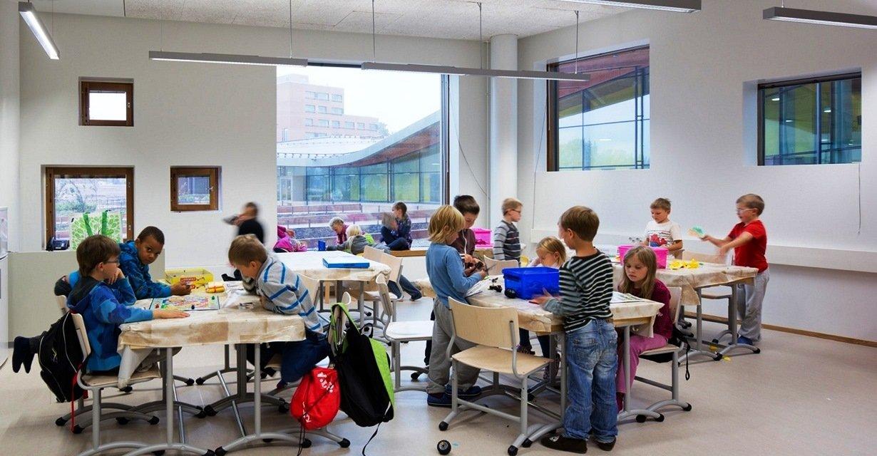 День знань: у всьому світі свято для дітей, а в нас – як на Росії - фото 9
