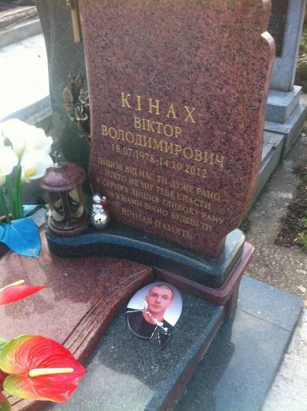 Як вандали знищили могили на кладовищі у Львові - фото 1