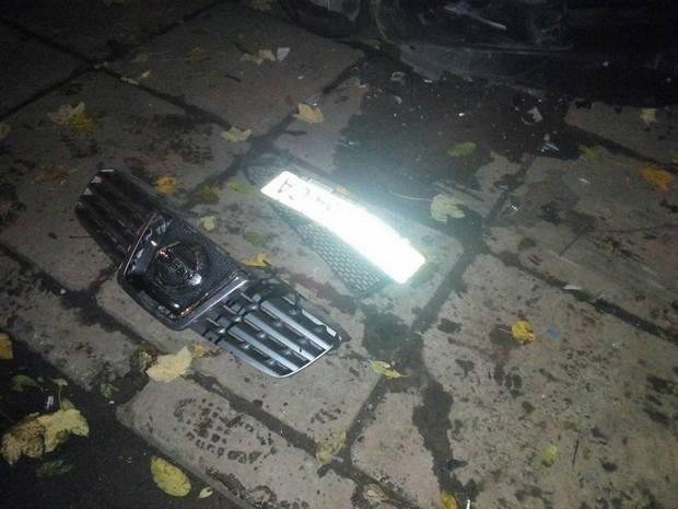 У Львові невідомий на бусі понищив припарковані авто - фото 1