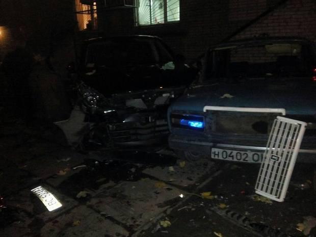 У Львові невідомий на бусі понищив припарковані авто - фото 3