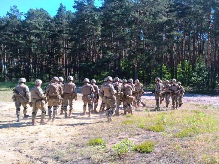 Українські десантники на відмінно справилися зі стрільбами - фото 3