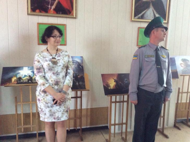 Подвиги прикордонників експонуються на полотнах Беати Куркуль в Хмельницькому - фото 1