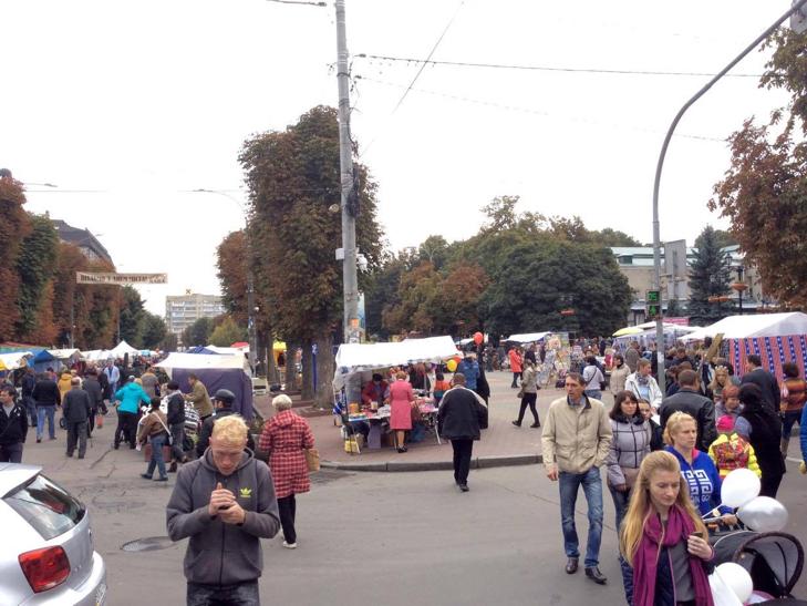 Хмельницька центральна вулиця перетворилася в святковий ярмарок - фото 3