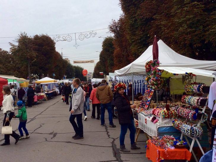 Хмельницька центральна вулиця перетворилася в святковий ярмарок - фото 14