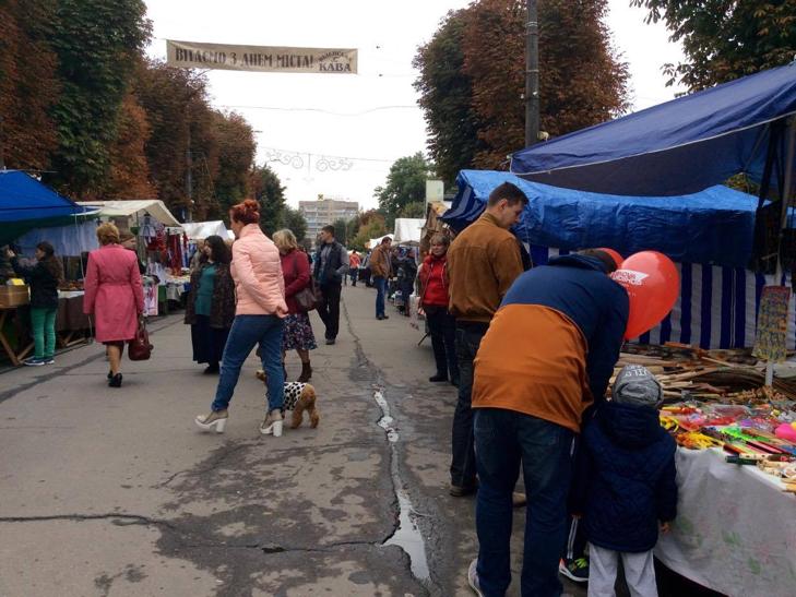 Хмельницька центральна вулиця перетворилася в святковий ярмарок - фото 18