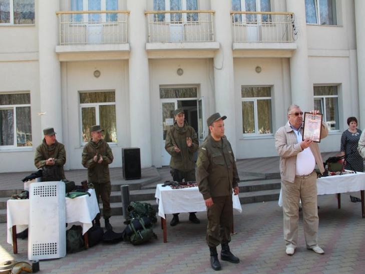 Військові з Нетішина зі зброєю і спорядженням приїхали у сільську школу на Ізяславщині - фото 2