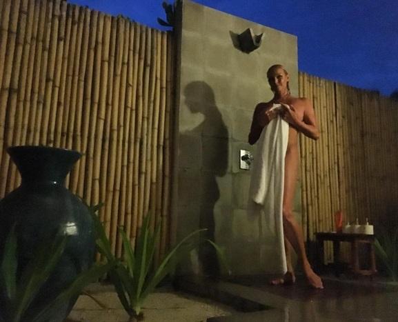 Як Волочкова позувала на Мальдівах топлес та без трусів - фото 2