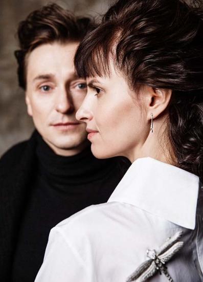 Безруков та Хабенський вперше офіційно представили своїх нових дружин  - фото 1