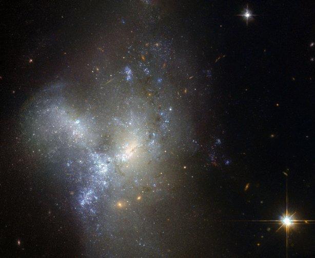 Хаббл зробив знімки галактики, яка народжується в сузір'ї Ерідана - фото 1