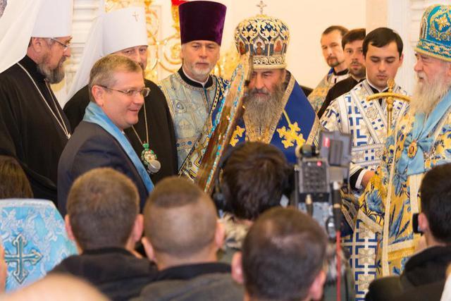 Вілкула нагородили церковним орденом у присутності людей з георгіївськими стрічками - фото 1
