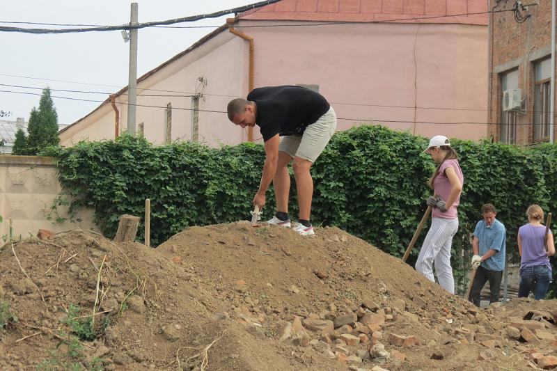 Біля вінницьких Мурів знову шукають артефакти (ФОТОРЕПОРТАЖ) - фото 9