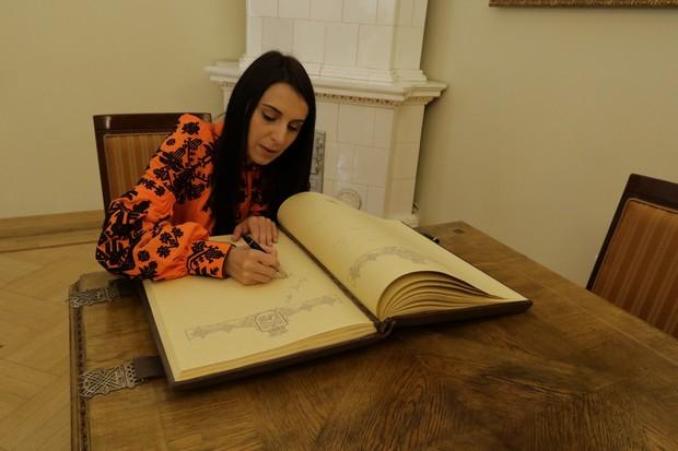 Джамала залишила запис у Книзі почесних гостей Львова - фото 2