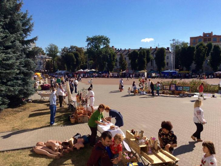 Хмельничани можуть взяти участь у святкових майстер-класах на Майдані незалежності - фото 12