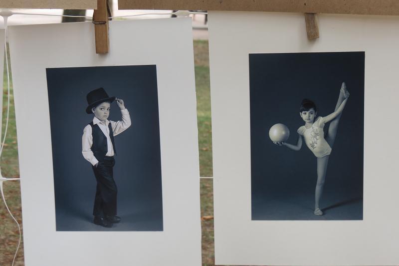 """Фотоабстракцію, портрети і пейзажі """"сушили"""" просто неба - фото 1"""