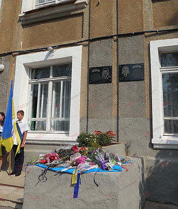 У Бердянській школі відкрили меморіальні дошки випускникам, які загинули в зоні АТО - фото 1