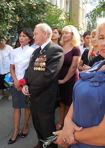 У Бердянській школі відкрили меморіальні дошки випускникам, які загинули в зоні АТО - фото 3