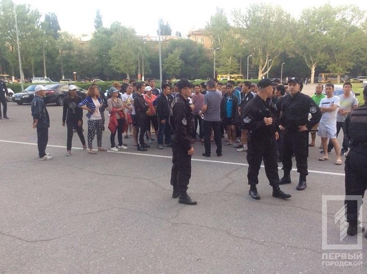 Як Одесі в'єтнамці протестують під ОДА через обшуки - фото 4