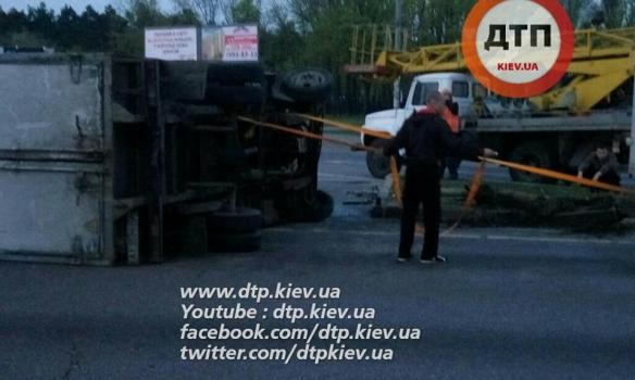 У Києві зіткнулися дві вантажівки, обидва водії були п'яні - фото 2