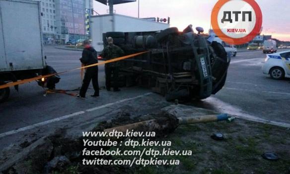 У Києві зіткнулися дві вантажівки, обидва водії були п'яні - фото 5