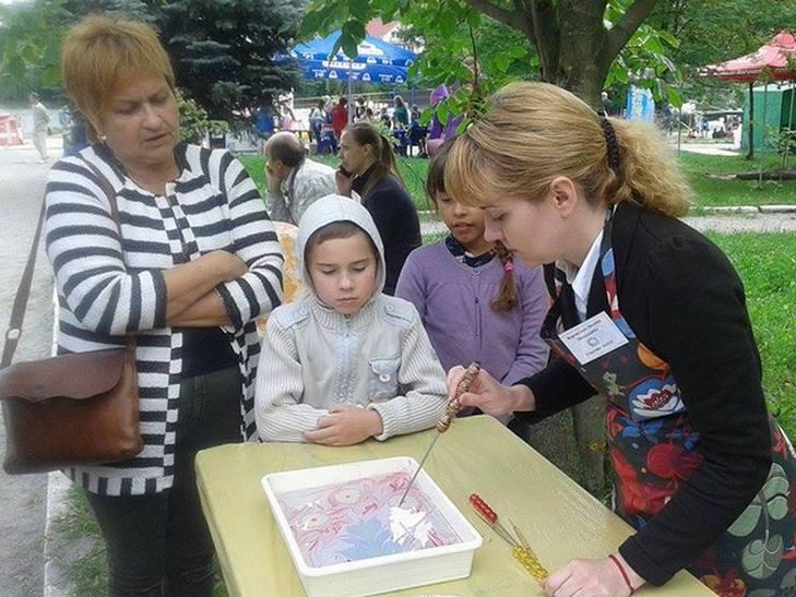 """На свято """"Івана Купала"""" вінничани ліпили вареники у парку (ФОТО) - фото 5"""