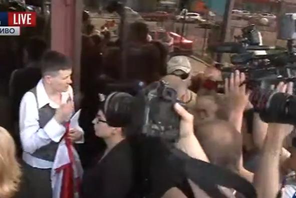 Журналісти не дали Савченко покурити - фото 2