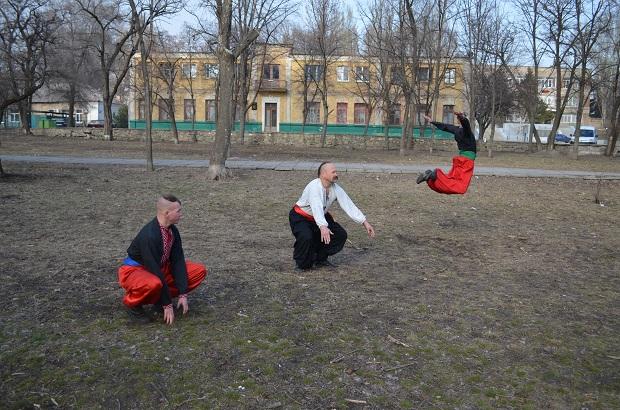 Топ-10 вправ справжньої січової зарядки від головного козака України Олександра Притули - фото 23