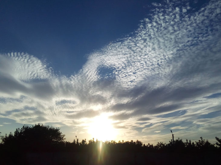 Мешканців Мелітополя вразив дивовижних захід сонця - фото 1