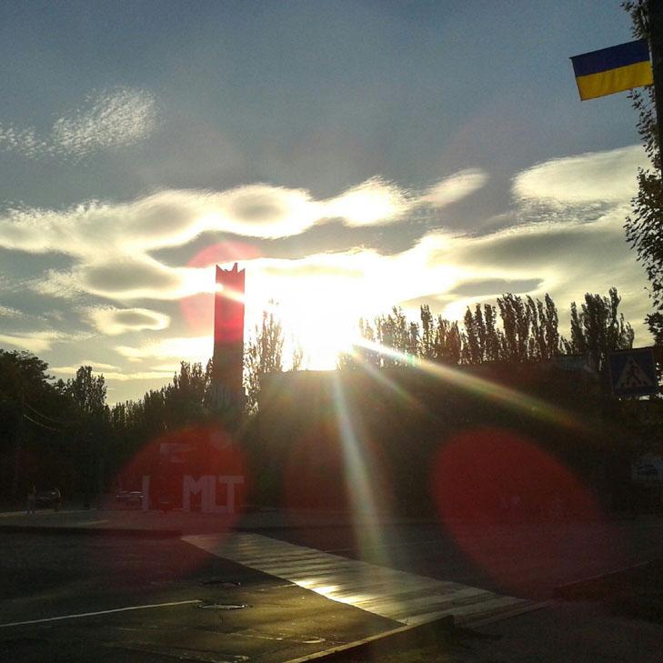 Мешканців Мелітополя вразив дивовижних захід сонця - фото 2