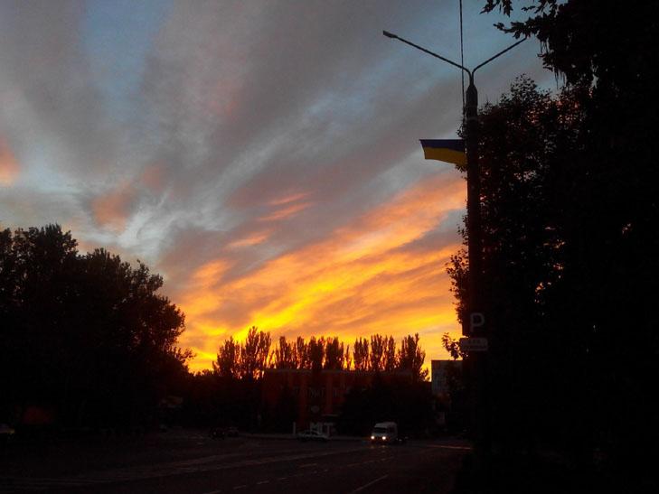 Мешканців Мелітополя вразив дивовижних захід сонця - фото 4