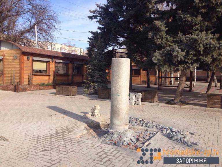 У Запорізькій області демонтували пам'ятник Шевченку (ФОТО) - фото 3