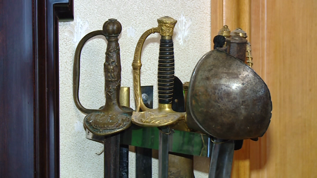 Деякі вилучені у запорізького колекціонера раритети знайшлися в Януковича та Пшонки - фото 6