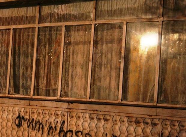 Біля розстріляного будинку в Запоріжжі працюють криміналісти  - фото 4