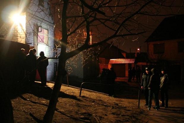 Біля розстріляного будинку в Запоріжжі працюють криміналісти  - фото 5