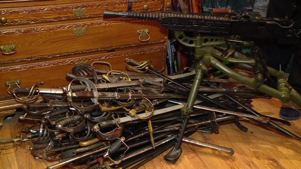Деякі вилучені у запорізького колекціонера раритети знайшлися в Януковича та Пшонки - фото 8