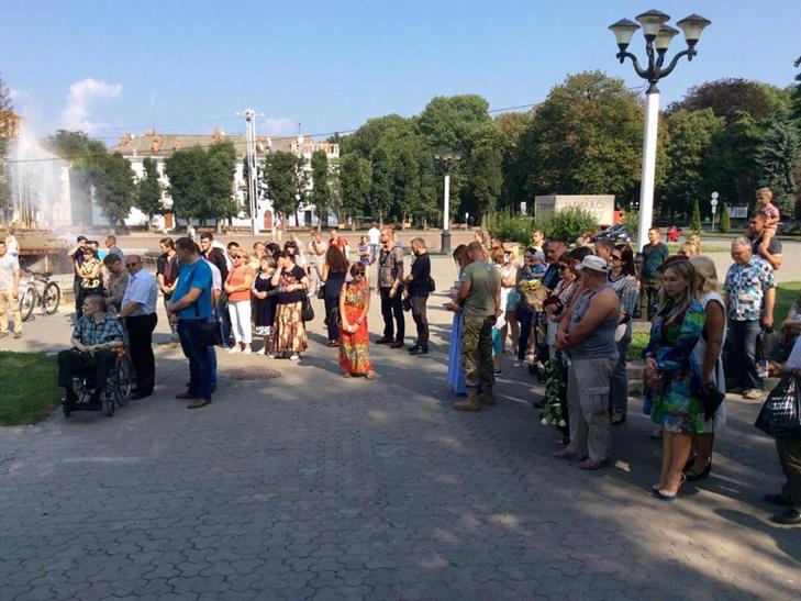 Народні Герої України вклонилися полеглим бійцям з Хмельниччини - фото 7