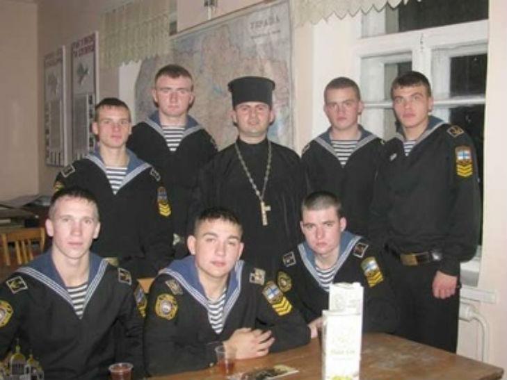 Хроніки окупації Криму: козаки побили чесну бабцю, а російські десантники вперше заблукали - фото 5