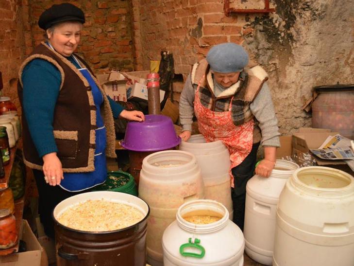 Волонтери із Хмельниччини підготували буржуйки й харчі для бійців АТО - фото 2