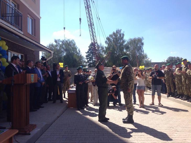У Хмельницькому 12 родин АТОшників отримали житло - фото 2