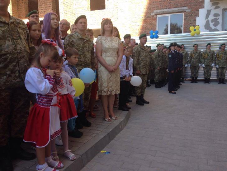У Хмельницькому 12 родин АТОшників отримали житло - фото 5