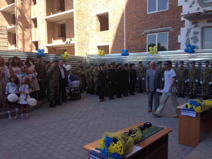 У Хмельницькому 12 родин АТОшників отримали житло - фото 3