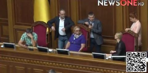 """Крісло Парубія пішло """"по задах"""" - фото 1"""