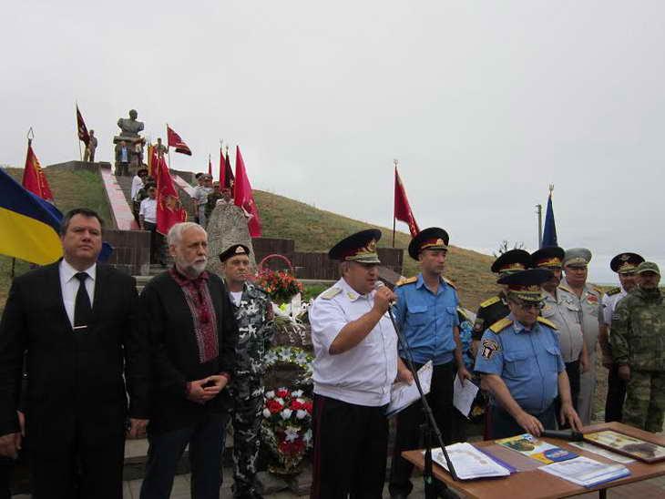 На Могилі Івана Сірка козаки закликали до єднання та не виключали, що центром об'єднання українського козацтва стане саме Запоріжжя - фото 7