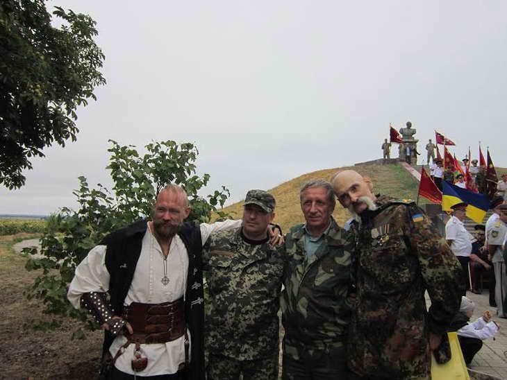На Могилі Івана Сірка козаки закликали до єднання та не виключали, що центром об'єднання українського козацтва стане саме Запоріжжя - фото 9