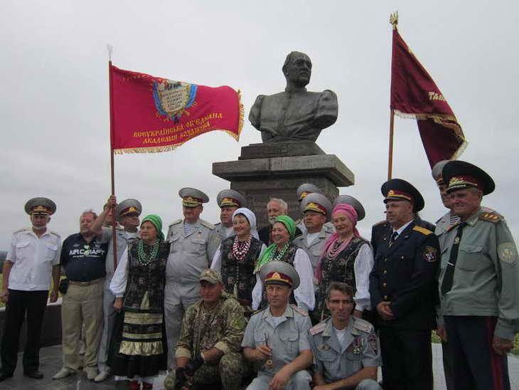 На Могилі Івана Сірка козаки закликали до єднання та не виключали, що центром об'єднання українського козацтва стане саме Запоріжжя - фото 10