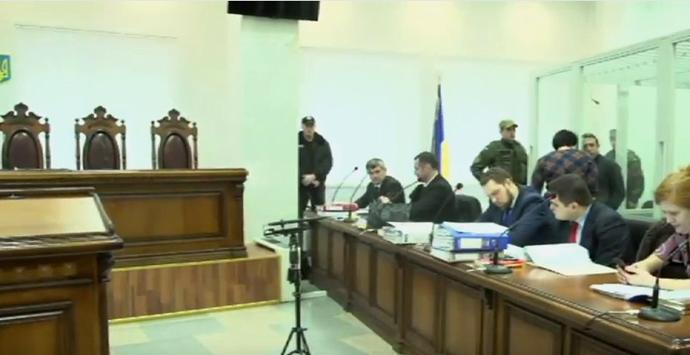 В суді Корбана посадили в нову клітку - фото 1