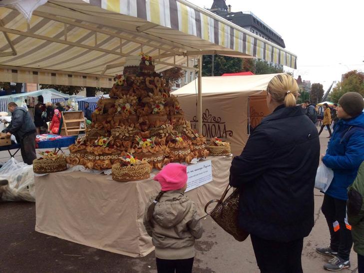 Хмельницька центральна вулиця перетворилася в святковий ярмарок - фото 1