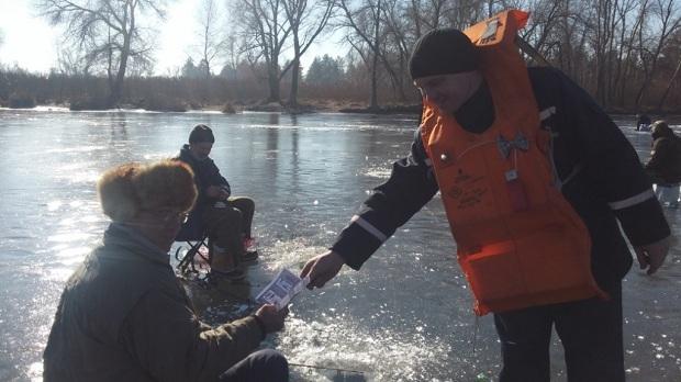 Рятувальники попереджають, що через аномальне тепло на водоймищах спостерігається швидке танення та руйнування льодового покриву - фото 3