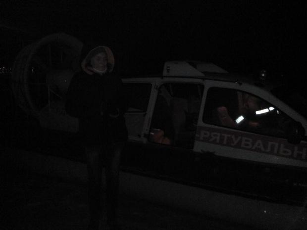 Вакваторії Каховського водосховища на відірваній крижині знаходяться двоє людей