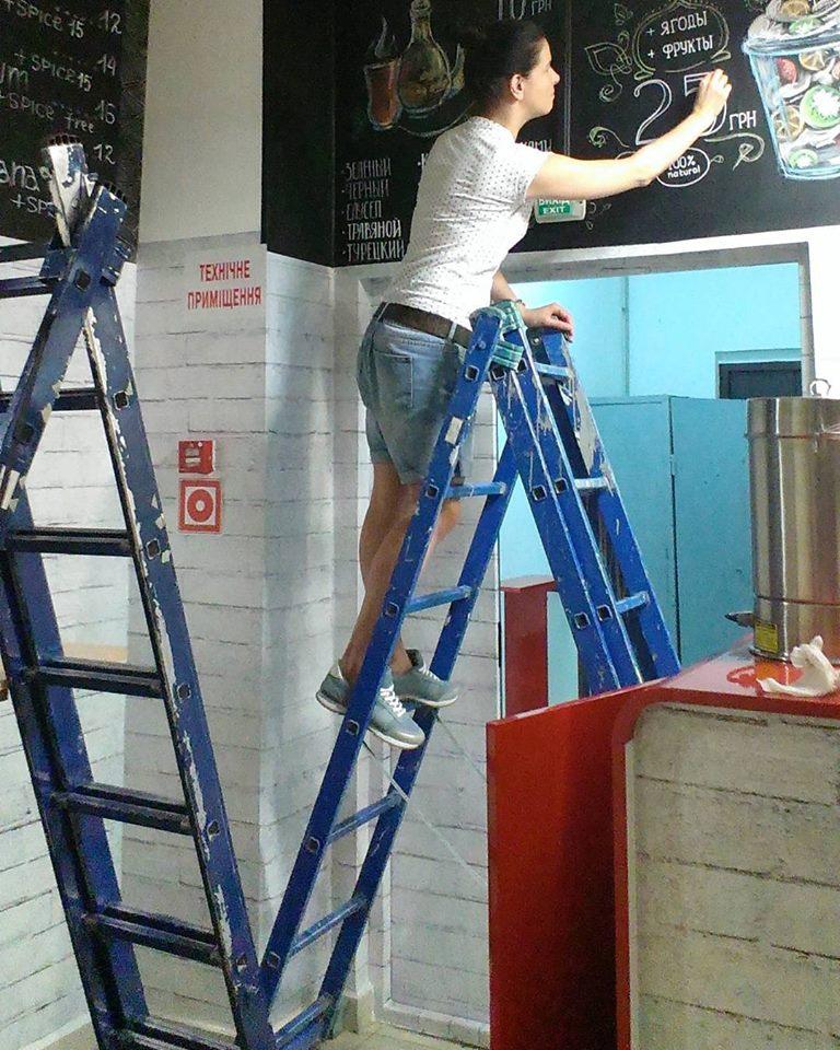 Вінницькі скетчери малюють по стінах кав'ярень та лікарень - фото 10